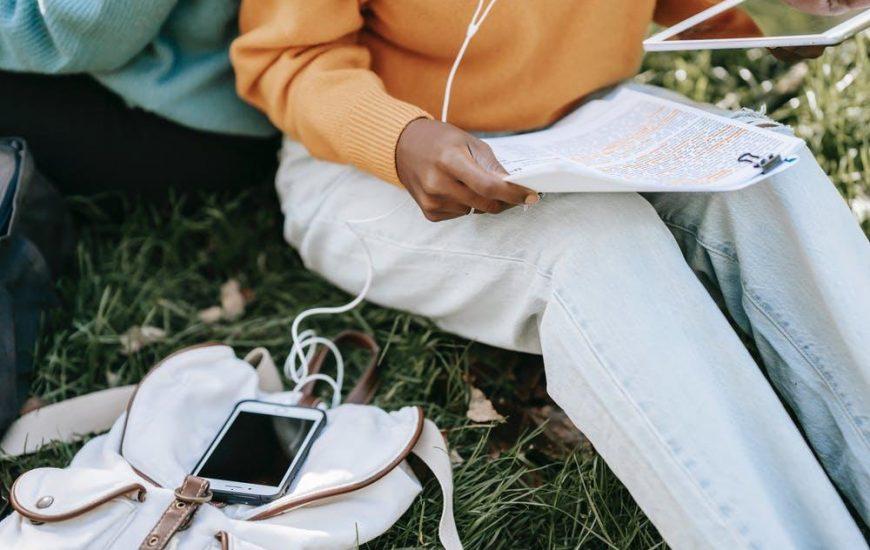 Sadece Canı İstediğinde Telefonlara Cevap Veren İnsanların Bize Çok da Uzak Olmayan Özellikleri